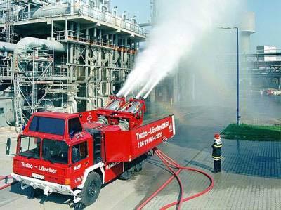 消防車-BASF 写真:BASF 昨日の福島原発への放水車による冷却のニュースを見て、過去...